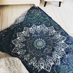 UO ↡ BLUE TAPESTRY